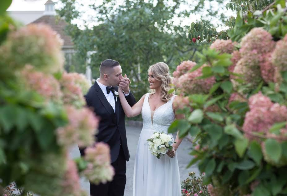 Wedding couple at outdoor ceremony and reception, Northern NJ at Brooklake
